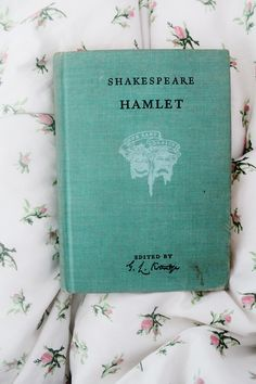 Hamlet by William Shakespeare. Want a copy! I Love Books, Good Books, Books To Read, My Books, Reading Books, Lily Evans, Coffee And Books, Book Aesthetic, Classic Books