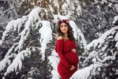 Ideas and inspiration for winter pregnancy and maternity photos Maternity Christmas Pictures, Winter Maternity Photos, Winter Photos, Winter Pregnancy Photos, Maternity Photography Poses, Maternity Poses, Maternity Photographer, Maternity Dresses, Maternity Wear