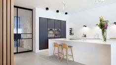 Dark kitchen cabinets, white kitchen island and wooden wall. Design by BNLA architecten Amsterdam. Kitchen Interior, Kitchen Flooring, Kitchen Plans, Kitchen Remodel, Kitchen Decor, Trendy Kitchen Backsplash, Home Kitchens, Kitchen Renovation, Kitchen Design