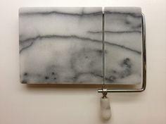 marmorinen juuston leikkausalusta, 13x21cm MYYTY