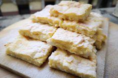 Villámgyors, egyszerű habos-túrós süti – Kész réteslapból is elkészítheted - Receptek   Sóbors Feta, Dairy, Cheese