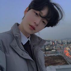 """이서호 on Instagram: """"항상 응원해주셔서 감사합니다🦹🏻♂️"""" Cute Asian Guys, Asian Boys, Bright Pictures, Perfect People, Beautiful People, Korean Aesthetic, Ulzzang Boy, Korean Men, Korean Style"""