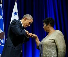 With the late Queen of Soul, Aretha Franklin and President Barack Obama Barack Obama, First Black President, Mr President, Marie Claire, Barak And Michelle Obama, Tennessee, Black Presidents, Aretha Franklin, Soul Music