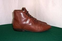 Sz 10 Vintage short brown leather 1980s women flat lace up
