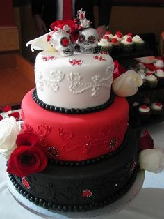 who said that wedding cakes cant have skulls on them!... Rockabilly wedding