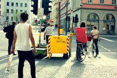 Menschen warten an Fußgängerampeln #traffic #waiting #weimar #hipster #trafficlight