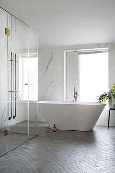 5 gode tip til dig om at renovere et lille badeværelse - Lilly is Love Modern Master Bathroom, Modern Bathroom Design, Bathroom Interior Design, Modern Interior, Zen Master, Neutral Bathroom, Master Baths, Simple Bathroom, Interior Ideas