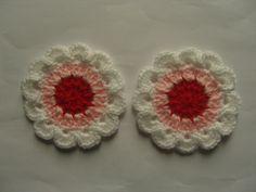 Fleurs colorées au crochet en laine 8 cm, appliques, fait main. : http://www.alittlemercerie.com/autres-tricot-et-crochet/fr_fleurs_colorees_au_crochet_en_laine_8_cm_appliques_fait_main_-5353977.html