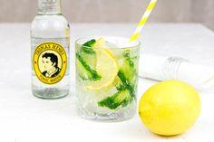 Heute habe ich zwei Cocktails ganz nach meinem Geschmack für euch. Ich liebe als Polin natürlich Vodka. Da lasse ich mir auch nicht viel dazwischenreden. Solltet ihr Interesse an Vodka-Empfehlungen haben gehe ich gerne ein anderes Mal darauf ein. Den Anfang mache ich mit zwei sehr leichten und bekömmlichen Drinks, die ich sowohl als Aperitif als auch zu leichtem Essen servieren würde: Vodka - Elderflower Tonic mit Cucumber und Apple Vodka Ginger Ale…