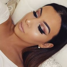 Wednesday night just got a lot prettier thanks to this look by @j_make_up! She use