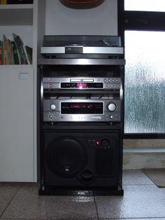Il vecchio mobiletto Sony anni '80