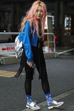 Japan Fashion Week Fall 2016 street style [Photo: Onnie A. Japanese Street Fashion, Tokyo Fashion, Harajuku Fashion, India Fashion, Fashion News, Fashion Outfits, Fashion Trends, Harajuku Style, Fashion Edgy