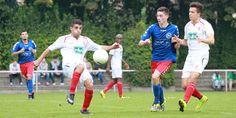 #Murat #Karasu schaut konzentriert auf den Ball, Teamkollege #Boran #Topal schaut auf die Aktion.   5. Spieltag BAK 07 vs. Hertha 03 Zehlendorf (Saison 14/15) - Ergebnis: 0:0