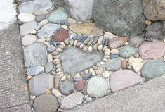 Jeffrey Bale Pebble Mosaic- Could edge your flower beds with cement and pebbles. - Jeffrey Bale Pebble Mosaic- Could edge your flower beds with cement and pebbles/rocks - Mosaic Walkway, Mosaic Rocks, Pebble Mosaic, Mosaic Garden, Stone Mosaic, Patio Tiles, Garden Paths, Garden Art, Garden Ideas