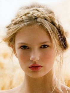 29 Inspiring Hairstyles for Wedding Season