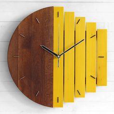 Дуализмът никога не е притежавал по-изчистен и стилен дизайн. Стенният часовник PALADIM е предназначен за креативни и вдъхновени личности. Часовниковият механизъм е напълно безшумен. Това го прави много подходящ акцент за всяка стая в офиса и дома. Необходима му е само една обикновена батерия AA, 1.5V. Размер: 30 х 30 х 2 см Материал: липа, [...]