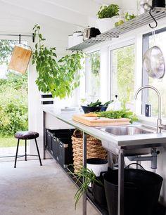 La maison d'Anna G.: Blanc-bois-vert-noir