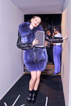 La textura glam del invierno, Vogue Mexico, Photo Douglas Bassett, Sportmax