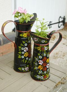 jugs....Canal art...my husband painted hundreds of these...But he likes green as a background....PY...
