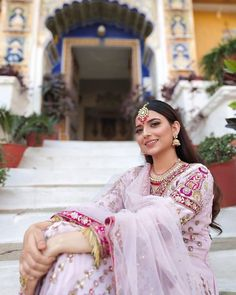 Nimrat Khaira is an Indian singer, actress and playback singer known for her work in Punjabi-language music and films New Wedding Dress Indian, Wedding Lehnga, Dress Indian Style, Wedding Dresses, Punjabi Suits Designer Boutique, Indian Designer Outfits, Indian Outfits, Indian Gowns Dresses, Pakistani Dresses