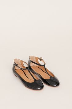 Isabel Marant Lilo Ballerina Flat (Black) Kinds Of Shoes, Ballerina Flats, Crazy Shoes, Me Too Shoes, Black Flats, Sock Shoes, Shoe Boots, Vintage Shoes, Isabel Marant