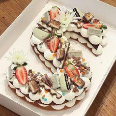 מזל טוב מתוק #gargeran #chocolate #birthdaycake #biscuit #strawberry #kinder #oreo #sprinkles