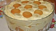 Southern Banana Pudding Recipe – An heirloom family recipe for banana pudding that is a classic, Southern dessert. Creamy, traditional banana pudding topped with airy meringue. This banana pudding recipe is about as much of a Original Banana Pudding Recipe, Banana Pudding From Scratch, Old Fashioned Banana Pudding, Banana Cream Pudding, Best Homemade Banana Pudding Recipe, Caramel Pudding, Chocolate Pudding, Banana Pudding Desserts, Banana Trifle