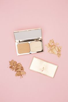 This iconic duo of sculpt & highlight are created from a refined golden base that flatters all skin tones. The Sculpt bronzer adds buildable definition along the lower cheek, jawline and sides of the nose while Highlight illuminates the top of cheekbones, bridge of the nose, eye orbital area and cupid's bow