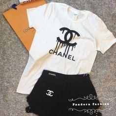 T-shirt CC Paris logo cotton unissex Chanel Shirt, Chanel Outfit, Chanel Fashion, Chanel Beauty, Tomboy Outfits, Dope Outfits, Fashion Outfits, Tees, Tee Shirts