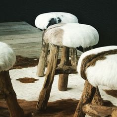 These stools are so nice covered in cowhide. Cowhide Decor, Cowhide Furniture, Diy Furniture, Fur Decor, Western Decor, Rustic Decor, Chalet Style, Chalet Chic, Ski Chalet