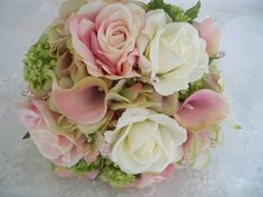 Silk Flower Roses and Pink Realtouch Calla Lilies por modagefloral