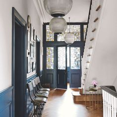 How to add value to your home – Best ways to add value – House prices Beautiful stained glass + Hague Blue-type colour Front Door Entryway, Glass Front Door, House Entrance, Entrance Hall, Entryway Ideas, Glass Doors, Blue Hallway, Hallway Colours, Decoration Hall