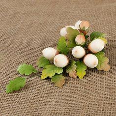 L'Acorn è perfetto per docce bambino, matrimoni, e una serie di celebrazioni.  Queste belle ghiande sono readymade a mano da gumpaste.