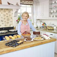 Mary Berry with Lakeland Bakeware