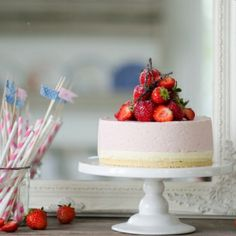 Strawberry and Vanilla Mousse Cake with Bavarian Cream. Summery and Sweet! (In Swedish with translator)