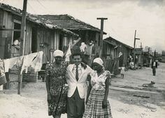 quarto de despejo carolina - Pesquisa Google - Foto de Carolina Maria de Jesus ao lado do jornalista Audálio Dantas e da atriz Ruth de Souza. Ao fundo a extinta favela do Canindé.