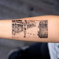 Oozy is a South Korean tattoo artist. He usually makes Blackwork tattoos. Oozy has received many awards in the field of art Hp Tattoo, Get A Tattoo, Anime Tattoos, Tatoos, Studio Ghibli, Korean Tattoo Artist, Korean Tattoos, Literary Tattoos, Spirited Away