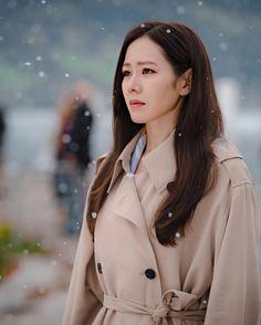 Korean Actresses, Korean Actors, Actors & Actresses, Korean Star, Korean Girl, Asian Girl, Classy Business Outfits, Park Bo Young, Hyun Bin