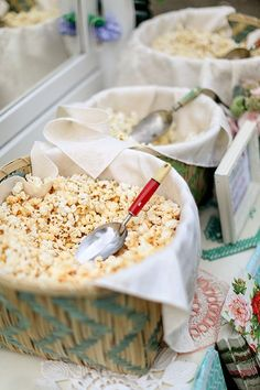 Late night snack at the wedding - popcorn bar! Wedding Snacks, Wedding Reception Food, Wedding Night, Wedding Favours On A Budget, Weddings On A Budget, Wedding Favours Unique, Popcorn Wedding Favors, Diy Wedding Food, Wedding Foods