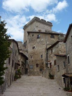 Sermoneta - il castello Caetani. 41°33′00″N 12°59′00″E