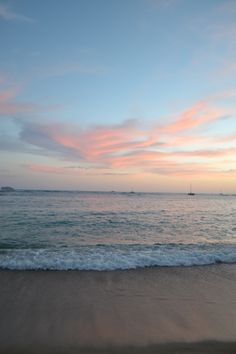 Beautiful sunset in Waikiki Ocean Wallpaper, Summer Wallpaper, Nature Aesthetic, Beach Aesthetic, Sky Sea, Sea And Ocean, Beautiful World, Beautiful Places, Beautiful Sunset