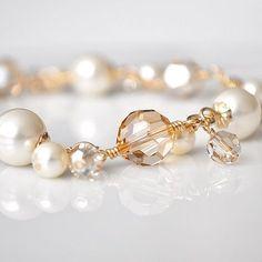 Oro pulsera de perlas pulsera de cristal de por somethingjeweled