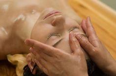Tecnica di rilassamento del massaggio Ayurvedico. Una delle caratteristiche peculiari di questo massaggio è l'utilizzo dell'olio in tutti i trattamenti
