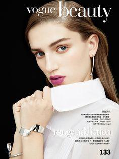 Sabina Lobova wears bold lipstick shades for Vogue Taiwan February 2017 issue Bold Lipstick, Lipstick Shades, Vogue Beauty, Beauty Editorial, Editorial 2017, Beauty Shoot, Jennifer Fisher, Book Girl, Beauty Photography