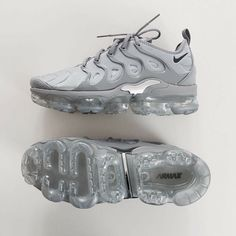 nike, shoes, and sneakers image Souliers Nike, Sneakers Fashion, Fashion Shoes, Ootd Fashion, Nike Fashion, Fashion Ideas, Cute Sneakers, Sneakers Nike, Hypebeast Sneakers