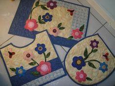 Quilt Block Patterns, Pattern Blocks, Quilt Blocks, Appliance Covers, Diy And Crafts, Arts And Crafts, Bathroom Crafts, Crochet Flower Patterns, Bath Mat Sets