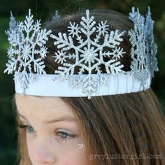 DIY Snowflake Crown made with Christmas ornaments. We have beautiful LED *light* up snowflakes, so must try this Frozen party idea with these: http://www.flashingblinkylights.com/ledsnowflakedecorationornaments.html?utm_source=Pinterest&utm_medium=LED%20Snowflake%20Ornaments&utm_campaign=Disney%20Frozen%20Party%20Ideas