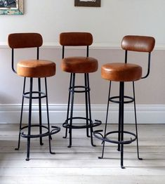 Buy bar stools with backs online | Vintage and industrial kitchen decor ideas with leather bar stools | #barstool #kitchendesign #interiordesign | Discover more at http://counterandbarstools.eu/shop/