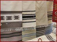 Magyar népművészet: A népi hímzések Towel, Crafts, Manualidades, Handmade Crafts, Craft, Arts And Crafts, Artesanato, Handicraft