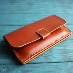 Simple and stylish mini clutch unisex :) Man Clutch, Leather Clutch Bags, Clutch Wallet, Leather Purses, Card Wallet, Leather Wallet Pattern, Minimalist Wallet, Leather Projects, Leather Accessories